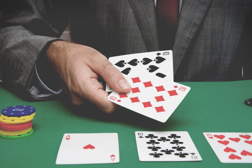 The Gentlemen's Guide To Playing Poker Online
