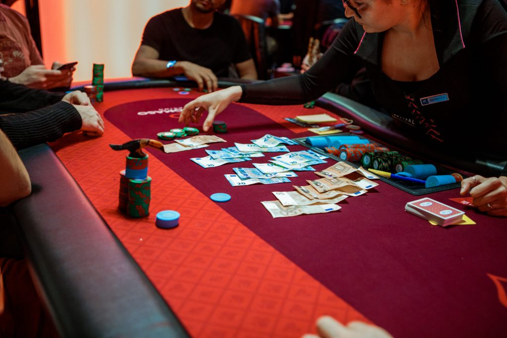 How to Play With a Big Stack Poker Game?